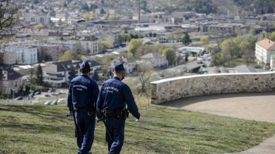 23 rendőr lépett be idén valamelyik pártba, hogy leszerelhessen